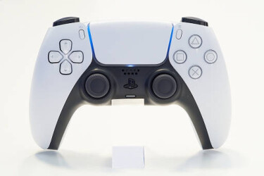 На Sony подали коллективный иск из-за проблем у геймпада DualSense для PS5