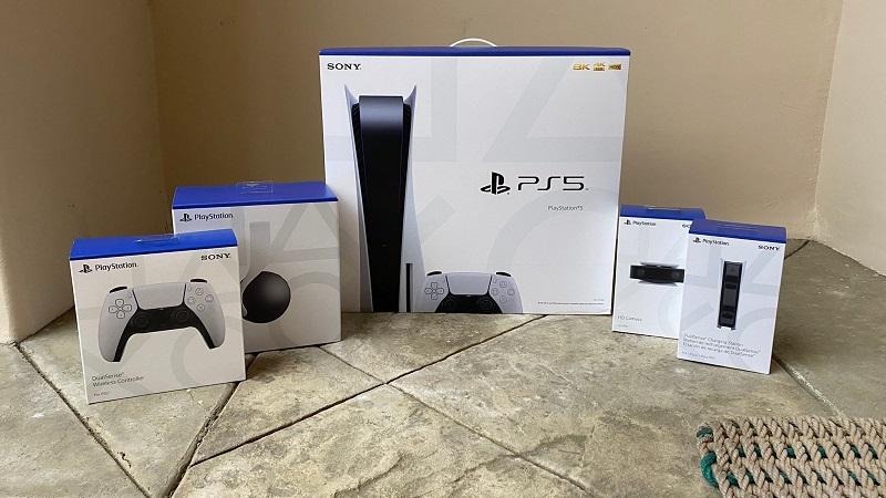 Джефф Кейли получил PlayStation 5 и аксессуары